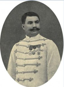 Le prince Hinoï en uniforme